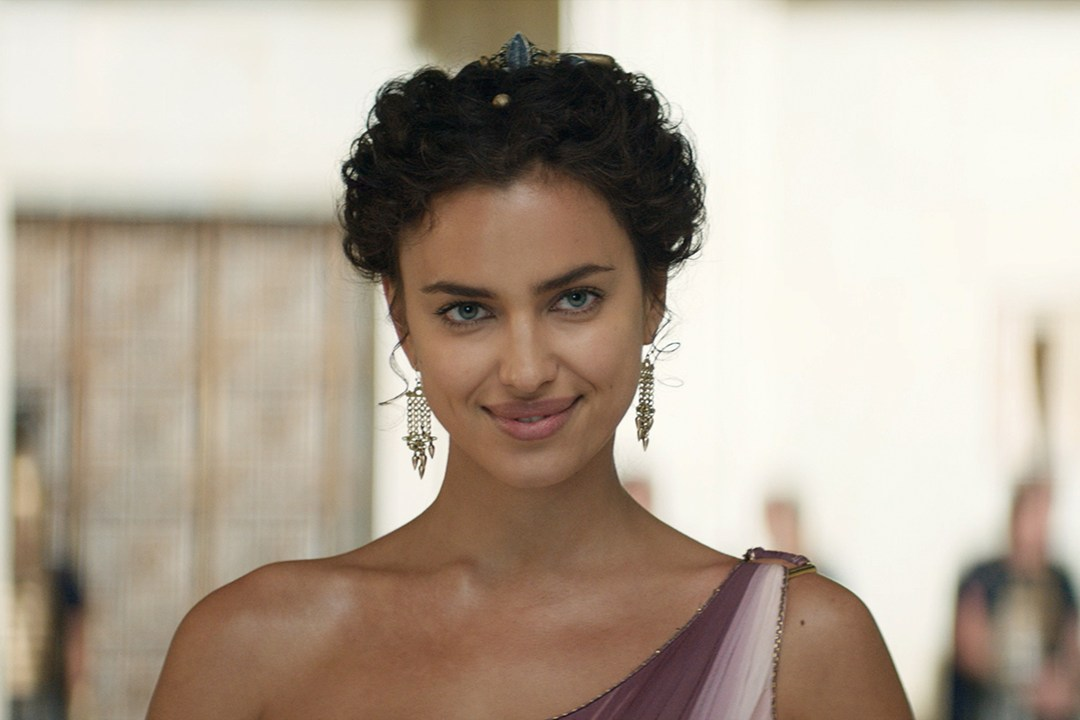 irina-shayk-vogue-2-18jul14-pr_b_1080x720