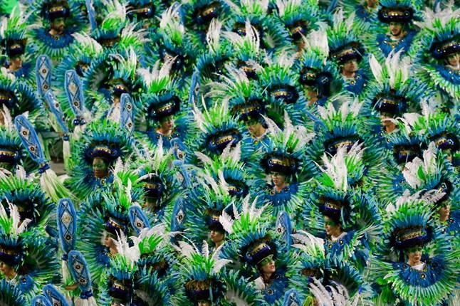 brazil-carnival-vogue-16feb15-pa_b_646x430