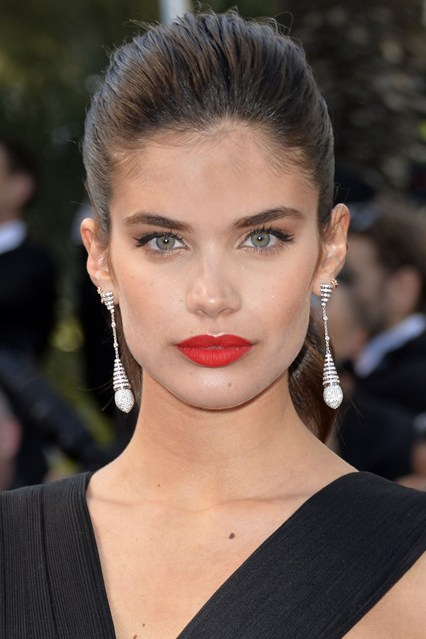 Sara-Sampaio-beauty-Vogue-19May15-Rex_b_426x639