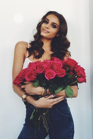 taylor-hill-beauty-vogue-12jul16-instagram-b_320x480